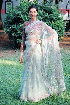 Glamorous Indian Model Deepika Padukone Hip Navel In White Saree Indian Attire, Indian Outfits, Indian Clothes, Indian Wear, Deepika Padukone Saree, Deepika Ranveer, Kareena Kapoor, Saree Trends, Stylish Sarees