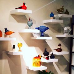 A conflockgration of Birds by Toikka has arrived on the 15th floor of 41 Madison! Do you see all the new birds for 2016? The blue one in the middle is the New York City bird. Only 200 will be produced and at $595.00 they will probably sell out before the shipment arrives in January. Order soon please. E-mail info@ferris2.com for more details. This great image is from @bdebytes #iittala #finland #oivatoikka #toikka #birdsbytoikka #finnishdesign #newyork #newyorkcity #tabletopshow