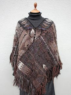 Handwoven poncho and bags Fabric Art, Woven Fabric, Loom Weaving, Hand Weaving, Types Of Weaving, Weaving Textiles, Yarn Projects, Weaving Techniques, Diy Clothes