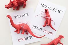 Dinosaur Valentine's Day Cards / Valentine's Day Card DIY / Valentine's Day Crafting / Valentine's Day Cards for boys and girls www.petunia.com/blog