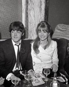 pinterest jane asher and john lennon   1966: Paul McCartney e la prima fidanzata Jane Asher (Olycom)