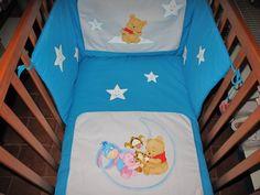 Colcha de cama de bébé, com pintura em tecido, Winnie the pooh. Feito por  Manuela Ribeiro