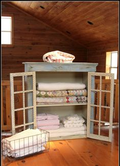 DIY: Quilt Cabinet Makeover - basic tutorial lists the ASCP colors used + steps taken to get this awesome finish! Not a quilt, but an awesome idea for storing them! Attic Renovation, Attic Remodel, Furniture Makeover, Diy Furniture, Amish Furniture, Quilt Storage, Quilt Racks, Blanket Storage, Quilt Display