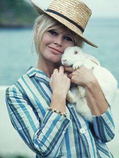 Brigitte Bardot em visita ao Brasil, nos anos 60 (Foto: Gamma-legends/getty Images)