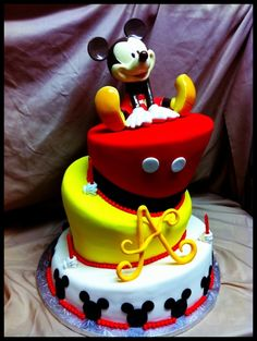 Topsy Turvey Mickey My first attempt at a topsy turvey! Mickey topper is a piggy bank, which was a birthday gift for the birthday boy Mickey And Minnie Cake, Bolo Mickey, Mickey Mouse Birthday Cake, Minnie Mouse Cake, Birthday Cakes, Fancy Cakes, Cute Cakes, Character Cakes, Disney Cakes