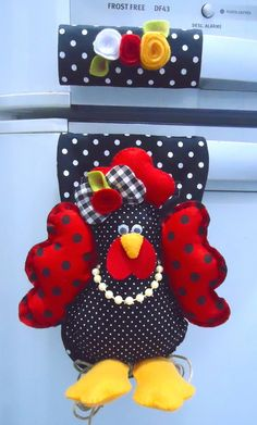 Felt Crafts, Diy Crafts, Arts And Crafts, Fridge Decor, Baby Shower Deco, Puff Quilt, Farm Fun, Fabric Birds, Crochet Handbags