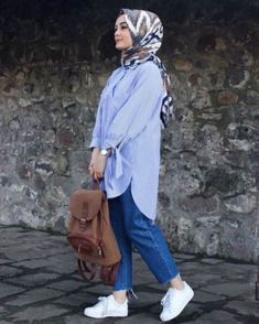 Hijab Fashion summer How to have a modern Hijab chic and comfortable style . - Hijab Fashion summer How to have a modern Hijab chic and comfortable style - hijab tips Hijab Casual, Hijab Chic, Hijab A Enfiler, Hijab Jeans, Women's Casual, Hijab Fashion Summer, Street Hijab Fashion, Muslim Fashion, Fashion Outfits