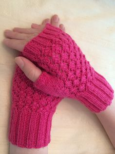 I finally finished the Poor Poet Mitts !!!!!     Pattern by Wendy Knits