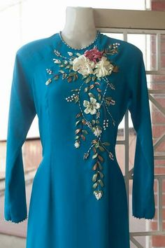 Wonderful Ribbon Embroidery Flowers by Hand Ideas. Enchanting Ribbon Embroidery Flowers by Hand Ideas. Bead Embroidery Patterns, Silk Ribbon Embroidery, Hand Embroidery Designs, Embroidery Dress, Zardosi Embroidery, Chudidhar Neck Designs, Neckline Designs, Ao Dai, Hand Painted Dress