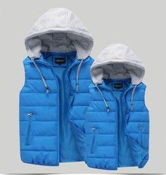 55da6e28cf19 Dámská pánská unisex teplá vesta s kapucí světle modrá – Velikost L Na  tento produkt se