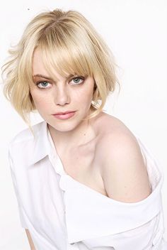 Emma Stone for Glamour Magazine Niqab Eyes, Ema Stone, Actress Emma Stone, Emma Peel, Platinum Blonde Hair, Haircuts With Bangs, Attractive People, Lorde, Short Hair Styles