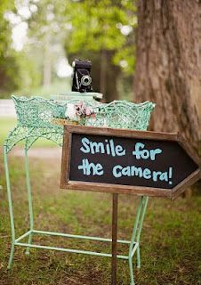 would be cute to let ppl know where the photo booth is =)