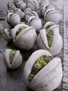 Concrete draping tutorial tests of 8 kinds of different fabrics amp fibres for portland cement dipping to make draped concrete pots or characters – ArtofitGorgeous textured round and square concrete planters made with silicone molds. Concrete Plant Pots, Cement Art, Concrete Crafts, Concrete Garden, Concrete Art, Concrete Projects, Concrete Leaves, Suculentas Diy, Succulent Planter Diy