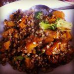 Bei opinionsononions gab es zu Mittag Buchweizensalat mit Butternusskürbis und Brokkoli vom Vorabend - mit Link zum Rezept!