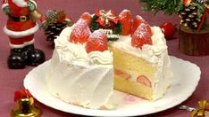 This Japanese Christmas Cake is a fluffy sponge cake decorated with a generous amount of strawberries and whipped cream. Try this recipe at Christmas time. Strawberry Sponge Cake, Strawberry Recipes, Japanese Christmas Cake, Round Cakes, Cake Plates, Cake Recipes, Cake Decorating, Baking, Deserts
