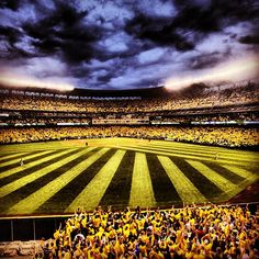 Thanks for a special night at the ballpark, fans. #SupremeCourt #Mariners #SafecoField 8/21/12
