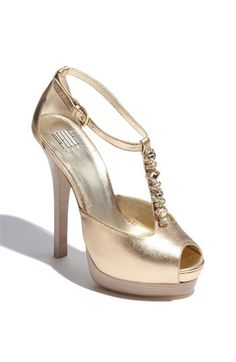 Super cute- Gold shoes