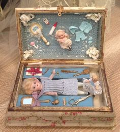 Old little box with French Mignonette and accessories