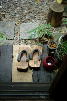 Geta This is seen everywhere in Japan and sometimes used to visit Japanese friends as respect for their residences