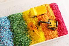 Duhové bagrování. Rýže zabarvená potravinovými barvami najde mnoho využití.