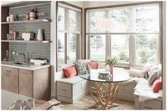 35+ Amazing Kitchen Dining Room Combo Photos – The Plumed Nest Craftsman Style Doors, Craftsman Kitchen, Farmhouse Style Kitchen, Kitchen Dining Combo, Kitchen And Bath Design, Kitchen Ideas, Mission Style Kitchens, Eclectic Kitchen, Design Studio