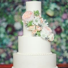 Floral Decorated Wedding Cake // photo by: The Nichols Photography // Cake: Barr Mansion & Artisan Ballroom