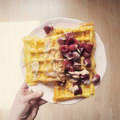 Not from today, but lets appreciate this georgeous 2C waffles.  Because on my today's list is pure dehydration and starving until my weigh in #amigonnadie #staystrong  Sice z předchozích dnů, ale o tyhle krásné 2S waffle jsem nemohla instagram ochudit.❤ Protože na dnešním programu je pouze silná dehydratace a hladovění do soutěžního vážení #omg Držte mi palce a dobré ráno! #waffles #iifym #lowcarb #fitnessfood #weighintoday