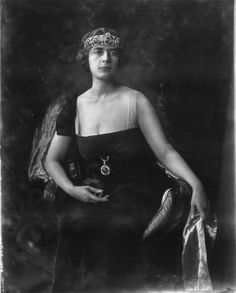 """""""Marthe, Princess Bibesco January 1886 – 28 November was a Romanian-French writer of the Belle Époque. Royal Crown Jewels, Royal Crowns, Royal Jewelry, Tiaras And Crowns, Jewellery, History Of Romania, Swann's Way, Chateau De Malmaison, Queen Victoria Family"""
