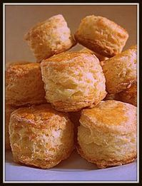 Ideal for mate: Cheese Scones- Ideal para el mate: Scones de queso Very tasty: CHEESE SCONES. There is a great variety sweet and savory, very versatile until they lend - No Egg Desserts, Easy Desserts, Beignets, Cooking Time, Cooking Recipes, Mexican Bread, Cheese Scones, Donuts, Pan Dulce