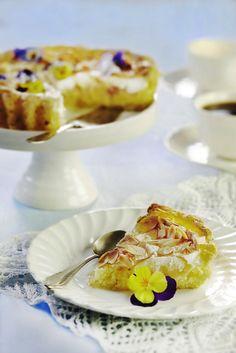 apple meringue pie/cake (gluten free, the recipe is in Finnish) Meringue Pie, Pie Cake, Gluten Free Cakes, Eggs, Yummy Food, Apple, Breakfast, Recipes, Cake