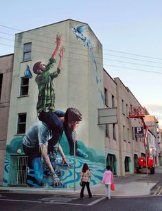 Fintan Magee is currently in Ireland where he was invited by the Draw Out Festival to paint on the streets of Limerick City.