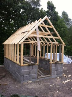 Every thought about how to house those extra items and de-clutter the garden? Building a shed is a popular solution for creating storage space outside the house. Whether you are thinking about having a go and building a shed yourself Diy Greenhouse Plans, Backyard Greenhouse, Small Greenhouse, Backyard Landscaping, Greenhouse Wedding, Homemade Greenhouse, Greenhouse Kits For Sale, Portable Greenhouse, Sloped Backyard