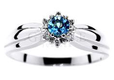 Romantyczny pierścionek na zaręczyny z białego złota z topazem blue i brylantami - GRAWER W PREZENCIE | PIERŚCIONKI ZARĘCZYNOWE  Brylanty  Topaz Blue od GESELLE Jubiler