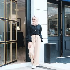 Amy (@helminursifah) • Instagram photos and videos Hijab Casual, Hijab Outfit, Hijab Fashion Inspiration, Style Inspiration, Modele Hijab, Hijab Stile, Muslim, Outfit Of The Day, Amy