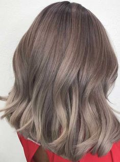 Trendy Winter Hair Color Ideas , Summer to fall and about to entry into winter, switching up your whole beauty routine is a must—especially when it comes to your hair color. Fall Blonde Hair, Dark Blonde Hair Color, Brunette Color, Brunette Hair, Hair Color For Black Hair, Wavy Hair, Dark Blonde Balayage, Balayage Hair, Caramel Balayage