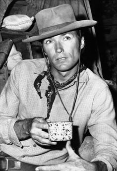 Paterno, Ali, JFK and more – 19 cool photos of famous people drinking java for National Coffee Day – Personel Celebration Clint Eastwood, I Love Coffee, My Coffee, Coffee Beans, Coffee Shop, Coffee Club, Coffee Art, Morning Coffee, People Drinking Coffee