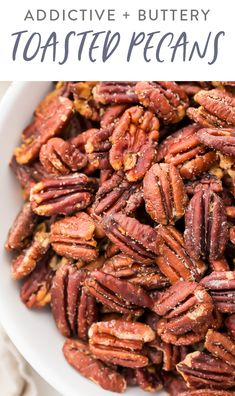 Healthy Snacks These toasted pecans are so buttery and addictive! They're a super easy and quick appetizer or topping for the holidays, and they're just impossible to stop munching on. Perfect on salads, sweet potato casserole, or by themselves! Quick Appetizers, Appetizer Recipes, Delicious Appetizers, Appetizer Ideas, Shrimp Recipes, Clean Eating Snacks, Healthy Snacks, Clean Lunches, Kid Lunches