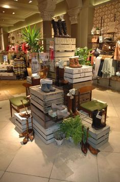 New Gifts Shop Displays Visual Merchandising Ideas Boutique Interior, Boutique Decor, Shop Interior Design, Boutique Ideas, Gift Shop Displays, Shop Window Displays, Retail Displays, Boutique Store Displays, Jewelry Displays