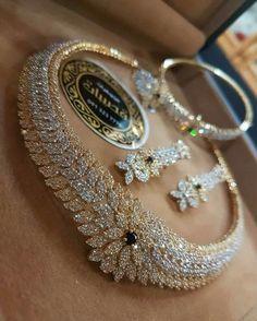 Diamond Necklaces : Me quedé Ciega! - Buy Me Diamond Wedding Jewelry Sets, Bridal Jewelry, Gold Jewelry, Jewelery, Fine Jewelry, Jewelry Necklaces, Diamond Necklaces, Platinum Wedding Jewellery, Men's Jewellery