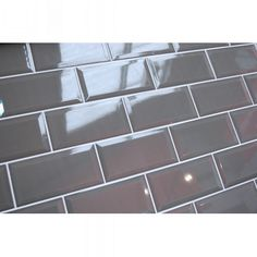A bevelled-edge gloss ceramic wall tile. Metro or 'Subway' tiles are versatile and always popular. PT03913.