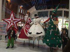 Gli aiutanti di Babbo Natale sono venuti a farci visita! I trampolieri e gli elfi vi porteranno tanti doni! #BuonNatale #IGigli