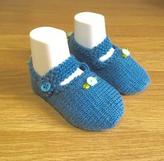 New Baby Gift Blue Booties Blue Baby Shoes Baby by Pinknitting Knitted Booties, Knitted Baby, Baby Booties, Baby Knitting, Christening Shoes, Cute Baby Shoes, Yarn Sizes, Baby Sandals, Pretty Baby