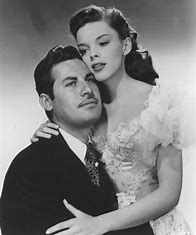 "John Hodiak and Judy Garland in ""The Harvey Girls"", 1946 Old Hollywood Movies, Golden Age Of Hollywood, Vintage Hollywood, Classic Hollywood, Judy Garland, Classic Actresses, Classic Movies, Actors & Actresses, Old Movie Stars"