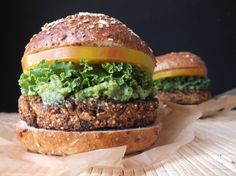 This eggplant veggie burger recipe is flavorful, healthy, and so easy to make! Delicious right out of the oven, reheated from frozen, or on the grill! Eggplant Burger, Vegan Eggplant, Vegan Vegetarian, Vegetarian Recipes, Healthy Recipes, Vegetable Recipes, Sans Gluten Vegan, Vegan Burgers, Burger Recipes