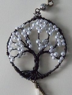 Tree of Life pendant - think I would prefer creamier pearls - or perhaps a greenish, teal. possibilities are endless! Hemp Jewelry, Wire Wrapped Jewelry, Wire Jewelry, Jewelry Crafts, Beaded Jewelry, Handmade Jewelry, Wire Earrings, Jewellery, Do It Yourself Schmuck
