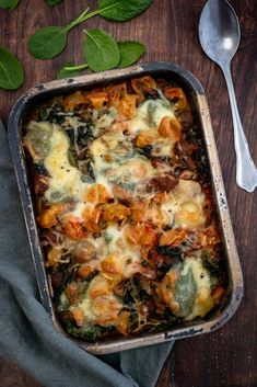 Oven pasta with minced meat and spinach – Mind Your Feed – Cooking Method Dutch Recipes, Italian Recipes, Pasta Recipes, Cooking Recipes, Healthy Recipes, Cocotte Recipe, Healthy Diners, Pasta Dinners, Barbecue Recipes