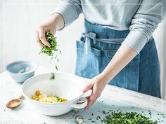 Curry Tartare in der Zubereitung: Eier mit Petersilie Curry, Tableware, Kitchen, Food, Parsley, Eggs, Curries, Dinnerware, Cooking