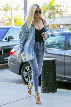 Khloe Kardashian Best Outfit of 2019 Here are the five best outfits of 2019 from Kendall and Kylie Jenner, along with Kourtney, Khloé, and Kim Kardashian. Khloe Kardashian Outfits, Kylie Jenner Outfits, Estilo Kardashian, Kardashian Jenner, Kardashian Workout, Kardashian Fashion, Teen Choice Awards, Kendall And Kylie, Style Feminin