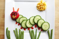 We all know how important it is to get the little ones eating their fruit and vegetables - but it's easier said than done! We've come up with some fun ways to get the kids excited about eating fruit and veg! Vegetable Animals, Fruit Animals, Fruit And Veg, Fruits And Vegetables, Food Art For Kids, Fruit Art Kids, Fun Fruit, Fruit Party, Fruits For Kids