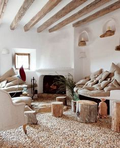 love the built in seating and shelves....lime plaster <3
